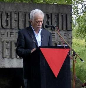 Ernst Grube am ehemaligen SS-Schießplatz Hebertshausen beim KZ Dachau, an dem über 4000 sowjetische Kriegsgefangene ermordet wurden. Foto: Parvin Ghahraman