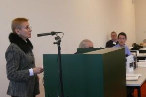 Annie Lacroix-Riz bei ihrem Vortrag