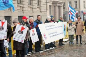 VVN-BdA und FIR beim Protest gegen den SS-Gendenkmarsch in Riga (siehe Seite 8) Foto: W. Girod