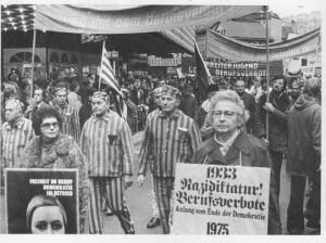 War sie in Stuttgart, fehlte sie bei keiner antifaschistischen und bei keiner Friedensdemonstration und -kundgebung. In zahlreichen Vorträgen in Schulklassen, bei alternativen Stadtrundfahrten, Podiumsdiskussionen, warnte sie vor dem Wiedererstarken des Faschismus. »Schweigen und Vergessen wäre das Schlimmste«, betonte sie.