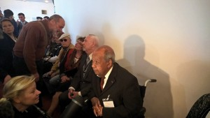 Zwei deutsche Buchenwalder - Günther Pappenheim und Gerd Schramm im Foyer des Theaters. Fotos: Axel Holz