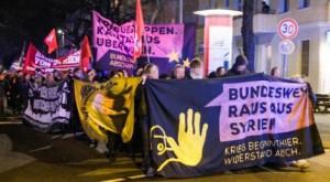 Dezember 2015, Berlin: Demo gegen den Bundeswehreinsatz
