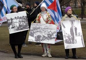 Gegendemonstrantinnen am 16. März in Riga. Siehe Artikel Seite 9. Foto: Sputnik