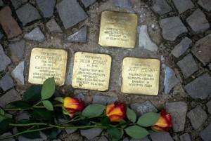 Stolpersteine für Opfer der »Polenaktion« (s. auch Seiten 20/21) 1938 in Berlin-Pankow. Foto: W.Girod