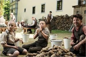 Die Mordpraxis in einer Psychiatrieeinrichtung während der Nazizeit ist Gegenstand des Filmes, in dessen Mittelpunkt ein 13-Jähriger Junge steht.