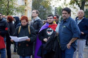 Maximo Molina Gutiérrez (rechts) bei der Manifestation am Spanienkämpferdenkmal (Foto Gabriele Senft)