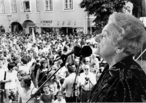 Rosa Jochmann bei einer Kundgebung für Frieden und gegen Faschismus in Eisenstadt/Burgenland, 16. September 1982 (Foto: Verein für Geschichte der ArbeiterInnenbewegung)