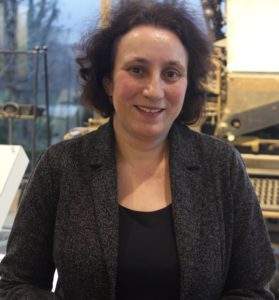 Die Autorin studierte Politikwissenschaft, Slawistik und Osteuropäische Geschichte und ist Journalistin in Berlin.