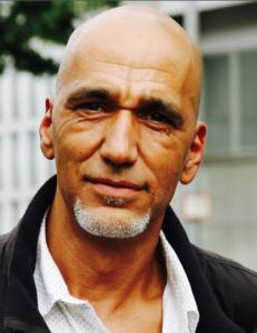 Tahir Della engagiert sich in der Initiative Schwarze Menschen in Deutschland (ISD)