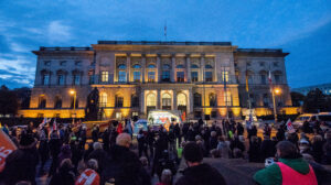300 Antifaschist*innen versammelten sich vor dem Berliner Abgeordnetenhaus. Foto: Christian Schneider