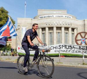 Antifaschistischer Fahrradkorso in Berlin-Mitte am 13. September 2020, dem »Tag der Erinnerung und Mahnung – 75 Jahre Tag der Opfer des Faschismus«  Foto: Florian Boillot