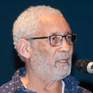 Israel Kaunatjike wurde 1947 in Namibia geboren, er lebt seit mehr als 30 Jahren in Berlin und arbeitet als Bildungsreferent zum Schwerpunkt deutsche Kolonialgeschichte in Deutsch-Südwestafrika über die Zeit der Apartheid bis ins heutige Namibia.